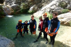 enfants en session de canyoning